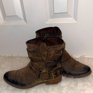 Crown vintage 8.5 beauty boots